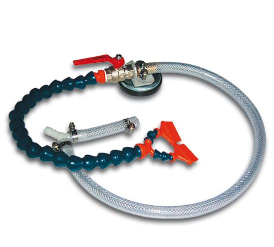 Flexible Wasserzuführung mit Magnetfuß